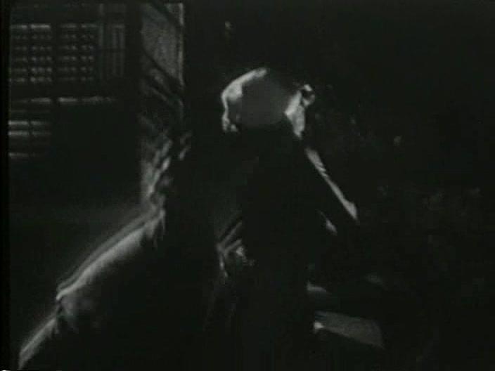 Vampire Over London 16
